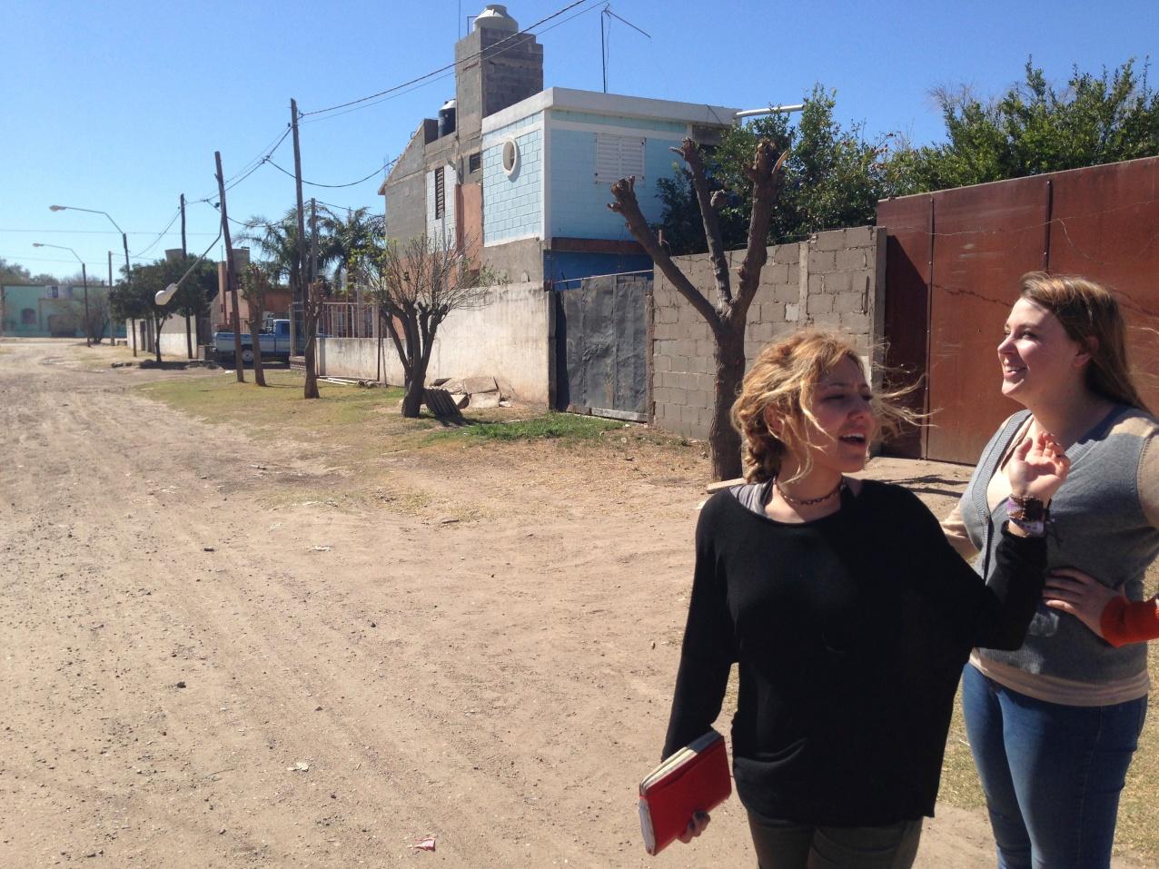Lorena and Kayleigh in Barrio Argüello.
